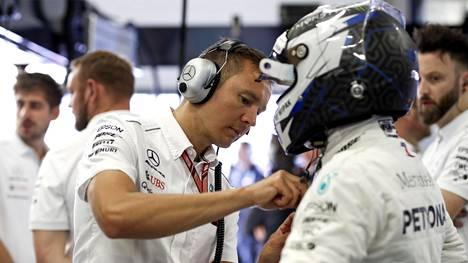 Antti Vierula valmistelee Valtteri Bottasta Itävallan GP:n aika-ajoon.