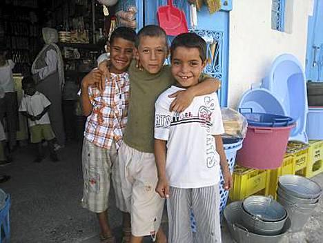 Tunisian Djerba on Tjäreborgin kesän uutuuskohteita. Saarelaiset ovat mutkatonta ja ystävällistä väkeä. Turismi vasta aloittelee Djerbassa.
