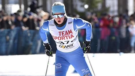 Josefiina Böök naisten vapaan kympillä SM-kisoissa Äänekoskella viime maaliskuussa.
