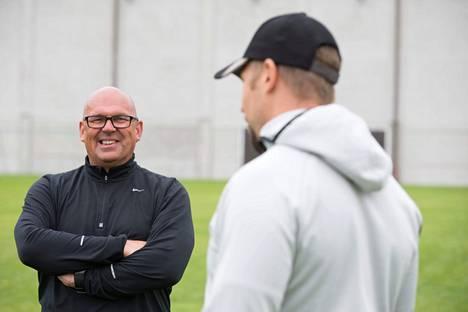 Valmentaja Jarmo Hirvonen ja Antti Ruuskanen eivät kiirehdi takaisin kilpakentille.