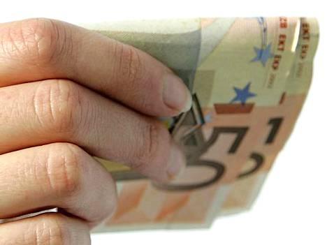 Miesten ja naisten välinen palkkaero kasvoi reilulla sadalla eurolla, ollen nyt hiukan yli 520 euroa.