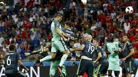 Cristiano Ronaldo pukkasi voittomaalin Walesin verkkoon keskiviikkoillan EM-välierässä.