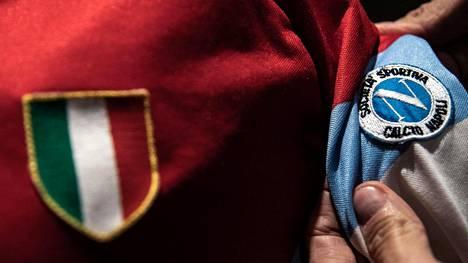 """Diego Maradonan erikoinen pelipaita myytiin huutokaupassa – selässä """"väärä"""" numero"""