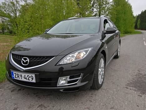 Mazda6:n olemuksessa on paljon Ford Mondeon piirteitä.