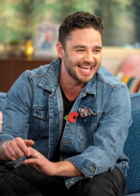 Näyttelijän suorasukaiset twiitit ovat herättäneet ihmetystä faneissa. Brittilehdet uskovat Thomasin olevan suivaantunut siitä, että hänet kirjoitettiin ulos sarjasta.