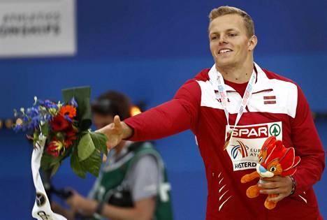 Euroopan mestari Zigismund Sirmais sai Kimmo Kinnusen ohjeet perille kiertotien kautta.