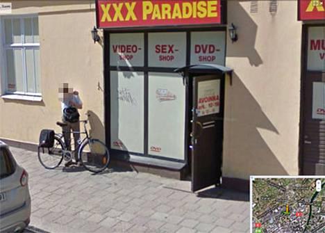 Turussa mies kuvattiin seksiliikkeen ovella.