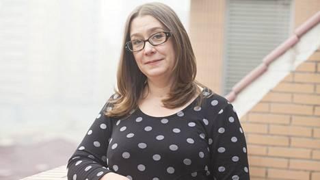 Toimittaja Mari Mannisen kirja Hyvät aikeet (Atena) selvittää, miksi harjoitamme hyväntekeväisyyttä ja mitä siitä seuraa.
