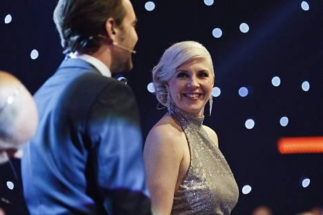 Vappu Pimiä tälläytyy viimeisen päälle juontaakseen Tanssii tähtien kanssa -ohjelmaa.