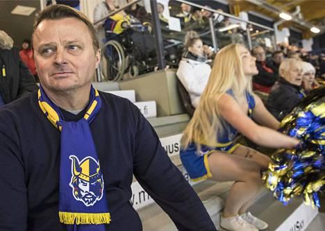 Jukurien puheenjohtaja-toimitusjohtaja Jukka Toivakka sanoo, että Mikkelin paikallinen koronatartuntarypäs on vaikuttanut ihmisiin, ettei Jukurien avauskotipeliin ollut isoa halukkuutta lähteä.