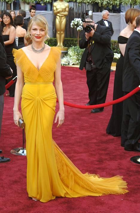 Michelle Williams loisti keltaisessa 2006.