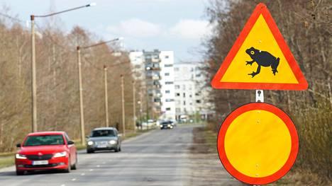Tallinnassa Astangu-nimiselle kadulle ei autoilla ole asiaa iltaisin eikä öisin.