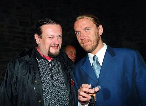 Ystävykset Markus Selin ja Renny Harlin Olavinlinnassa järjestetyssä gaalaillassa vuonna 1999.