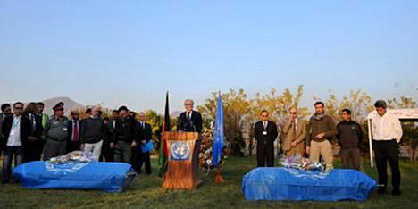 Viisi YK:n työntekijää kuoli 28. lokakuuta Kabulissa voimakkaassa pommi-iskussa. Uhreille järjestettiin tiistaina muistotilaisuus.