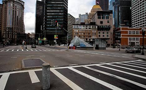 Bostonin keskusta tyhjeni täysin perjantaina.