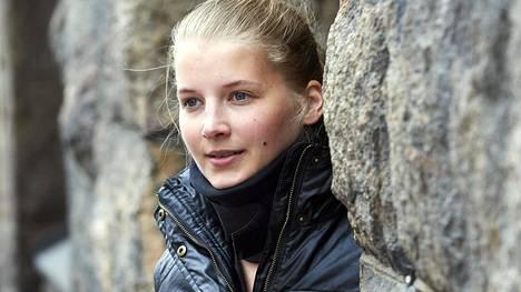 – En ole alkanut pelätä hevosia. En tiedä, onko se aivovammaisuuteen kuuluvaa tyhmyyttä, Saara Auvinen vitsailee.