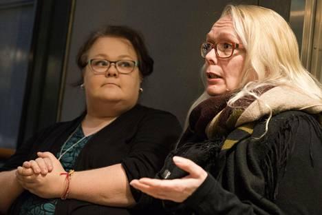Sisarensa menettäneen Miia Laakson ja Huoman toiminnanjohtajan Sanna Kalajanniskan mukaan henkirikoksen uhrin omainen tarvitsee heti alussa rinnalleen kriisityöntekijän. Avunsaanti on yhä liian paljon kiinni siitä, missä omainen asuu.