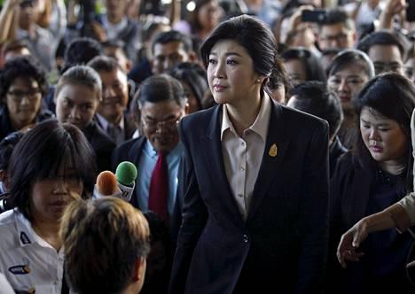 Ex-pääministeri Yingluck Shinawatra saapui korkeimman oikeuden istuntoon viime toukokuussa.