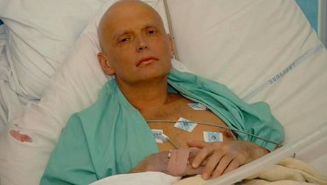 Aleksander Litvinenko kuolivuoteellaan.