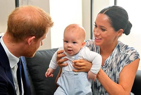 Prinssi Harry, Archie ja Herttuatar Meghan on kutsuttu tänä kesänä Windsoriin.