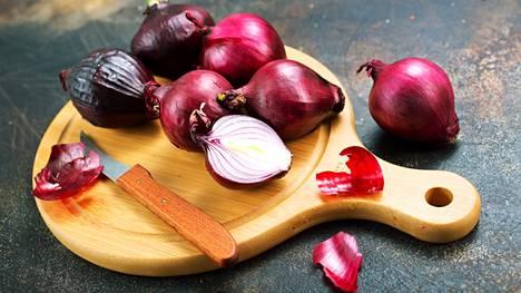 Esimerkiksi sipulia kannattaa kuoria ja pilkkoa kerralla useampaan ruokaan.