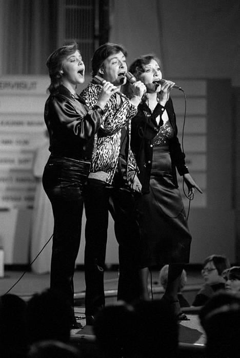 Babitzinin sisarukset Anna (vas.), Kirka ja Muska osallistuvat Euroviisukarsintoihin kappaleella Aikuiset anteeksi antaa helmikuussa 1979.