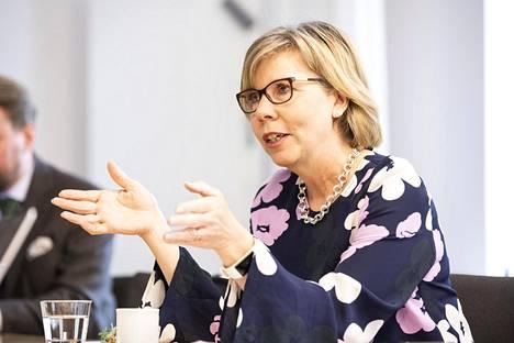 Anna-Maja Henrikssonin mukaan valmiuslain viimeisistäkin pykälistä on luovuttava pian.