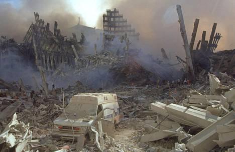 Näky kaksoistornien raunioilla oli lohduton 13. syyskuuta 2001, kun myös Trump antoi ensimmäiset lausuntonsa terrori-iskuista.