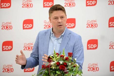 Lohjan kaupunginjohtaja Mika Sivula toivoo, että epidemiatilanne saataisiin tulevilla rajoituksilla selvästi paremmaksi jouluun mennessä.
