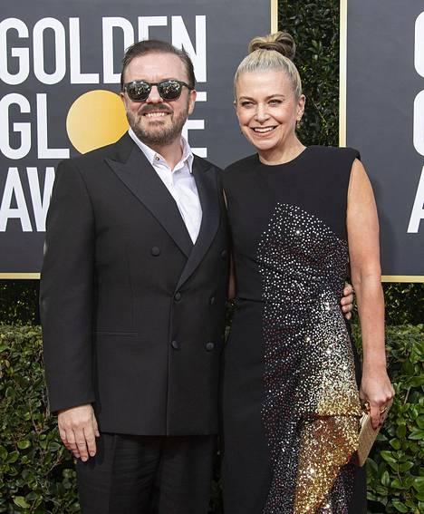 Ricky Gervais kuvattuna puolisonsa Jane Fallonin kanssa tammikuussa Golden Globe -gaalassa.