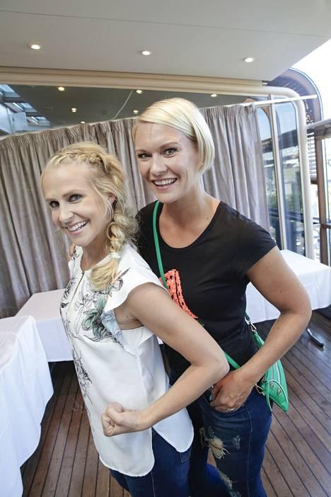 Heidi Sohlberg juontaa yhdessä Joanna Kuvajan (vas.) kanssa Elixir-ohjelmaa.