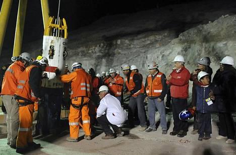 Tällä kapselilla miehet nostettiin kaivoksesta.