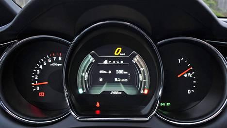Kia Ceed GT:n näkemys perhesportin mittareista. Viisarinäytöt molemmin puolin keskinäyttöä.