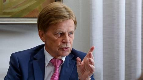 Europarlamentaarikko Mauri Pekkarinen kirjoitti muutamien kollegoidensa kanssa avoimen kirjeen liittyen Suomen metsäpolitiikkaan. Siinä suomalaismepit vaativat hallitukselta yhtenäistä kantaa ja huomiota metsien taloudelliseen puoleen.