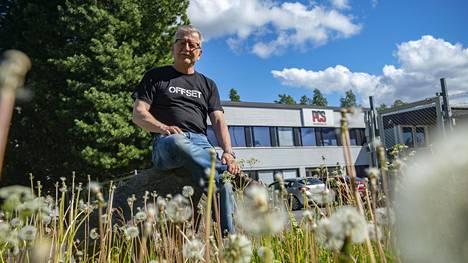 Oululainen Hannu Lihavainen aloitti uransa sähköasentajana 1970-luvun alkupuolella. Hän on edelleen mukana työelämässä.