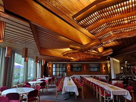 Päärakennus ravintoloineen on paremmassa kunnossa kunnossa kuin kylpylä.
