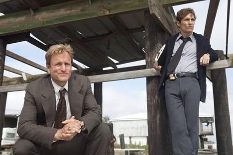 Tammikuussa 2014 julkaistussa True Detective -sarjassa McConaughey (oik.) oli vielä hoikassa kunnossa. Ensimmäisen kauden toista miespääosaa näytteli Woody Harrelson.