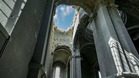 Vuoristo-Karabahin Shushin kaupungissa sijaitseva Ghazanchetsotsin katedraali sai kattoonsa ison reiän Azerbaidzhanin pommitusten jälkeen sunnuntaina.