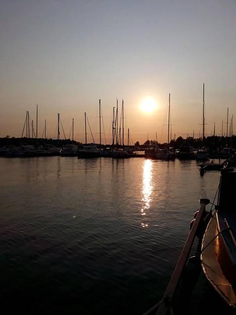 –Olimme veneilemässä mieheni kanssa. Saavuimme iltamyöhään takaisin venelaiturille, kertoo eräs lukijoista.