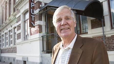 Ilmari Saarelainen, 70, näytttelee edelleen.