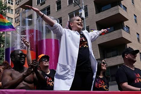 Kelly Osbourne osallistui seksuaalivähemmistöjien marssiin tiistaina New Yorkissa.