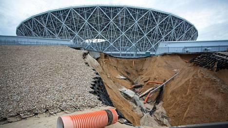 Maaperä Volgogradin areenan ympärillä murenee rankkasateiden vuoksi.