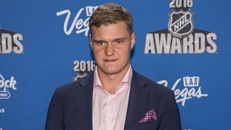 Aleksander Barkov oli paikalla NHL:n palkintogaalassa Las Vegasissa.