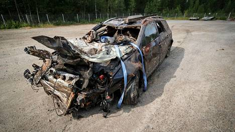 Auto oli pahasti vaurioitunut.