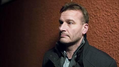Markus Pietikäinen on työskennellyt sairaanhoitajana 1990-luvulta. Hän on pannut merkille, että hoitovirheitä peitellään. Potilaan kannalta avoimuus myös virheistä olisi tärkeää.