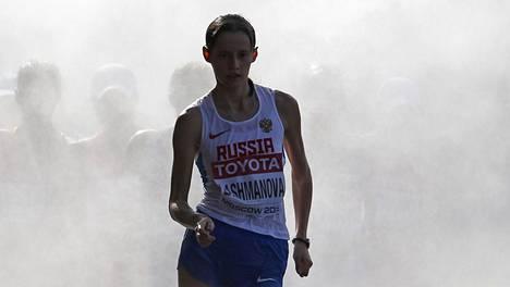 Jelena Lashmanova on kävellyt hirmuajan Venäjän mestaruuskisoissa. Kuva Moskovan vuoden 2013 MM-kisoista.