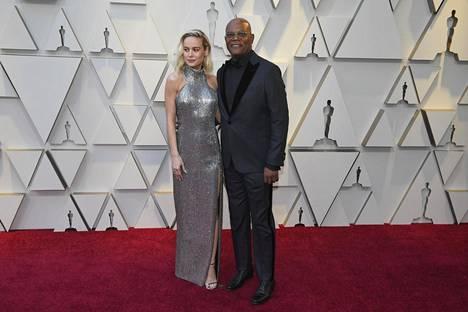 Brie Larson ja Samuel L. Jackson Oscar-gaalassa helmikuussa.