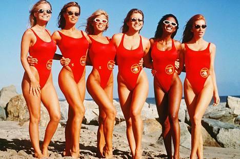Baywatch-kaunottaret Kelly Packard, Carmen Electra, Donna D'Errico, Marliece Andrada, Traci Bingham, Angelica Bridges.