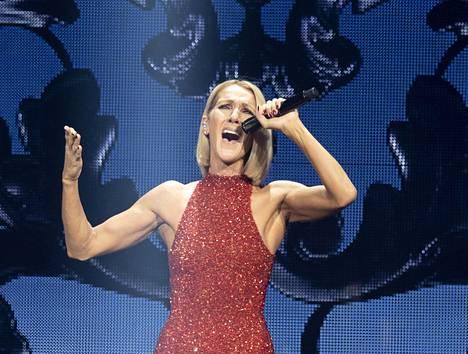 Celine Dion on maailmantähti, joka konsertoi lähes poikkeuksetta suurille yleisöille.
