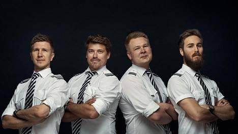 Mile High Gamer Club on lentäjien oma pelikerho. Kuvassa vasemmalta oikealle perustajajäsenet Juho, Hannu, Lauri ja John.